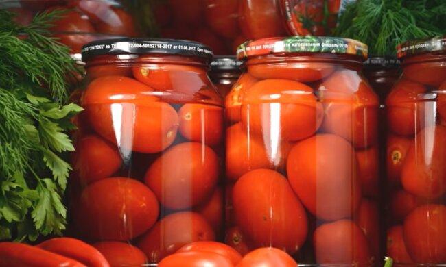 Маринование помидоров, скриншот: YouTube