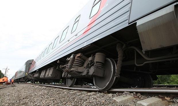 Жахлива катастрофа забрала життя людей: два потяги врізались у вантажівку