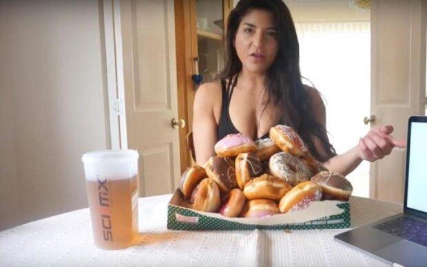 Модель показала, як об'їдатися пончиками та не гладшати