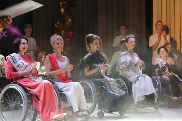 Счастливая красавица в коляске: франковчанка показала украинкам несокрушимую силу духа, мощные кадры