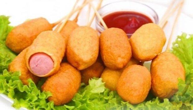 Сосиски в тесте на палочке - удиви гостей оригинальным блюдом