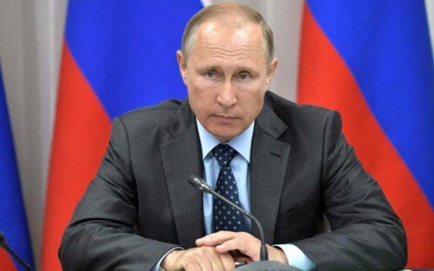 Сувенірний бюст Путіна змусив мережу реготати