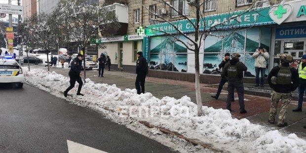 Кияни завмерли у страху: столицею розгулюють озброєні автоматами неадеквати, поліція перекрила всі виїзди