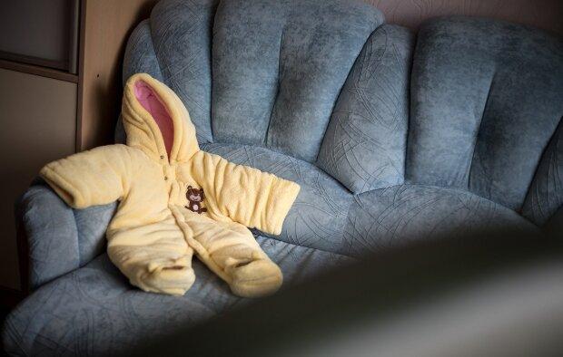 Малютки остались один на один с опасной лотереей: как в Украине играются жизнями новорожденных