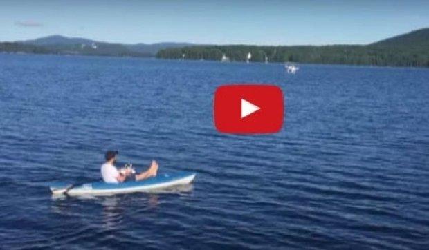 Видеоблогер запряг дрон в лодку