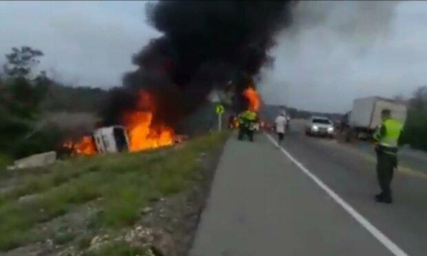 вибух бензовозу в Колумбії, скріншот з відео
