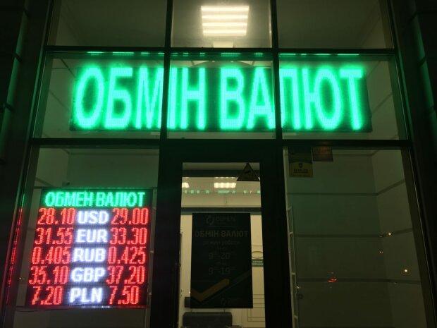 Курс валют на 25 сентября: гривна покромсала доллар в клочья