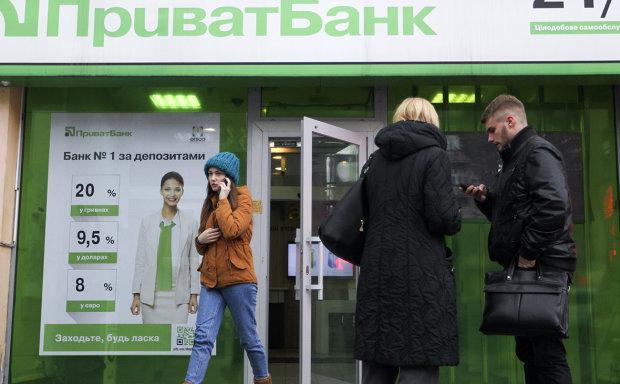 ПриватБанк блокирует счета украинцев: подробности