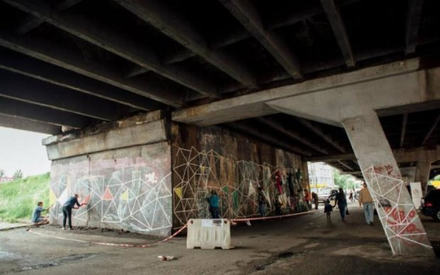 У Києві почали розбирати Шулявський міст: коли перекриють рух