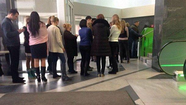 """В Харькове ищут афериста, """"выдоил"""" из банкоматов миллион: срочно проверьте свою карту"""