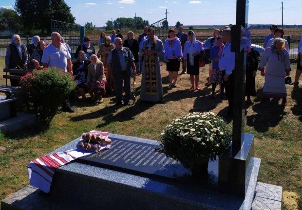 На Тернопільщині освятили могилу героїв УПА - загинули за Україну від рук катів Сталіна