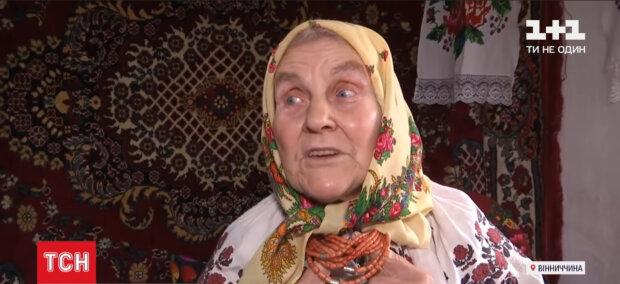 """82-летняя украинка стала звездой TikTok и """"наколядовала"""" на айфон"""