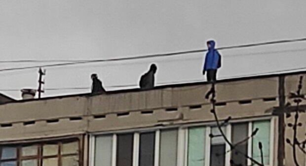 Діти на даху, фото Inna Smulskaya: Facebook лісовий масив