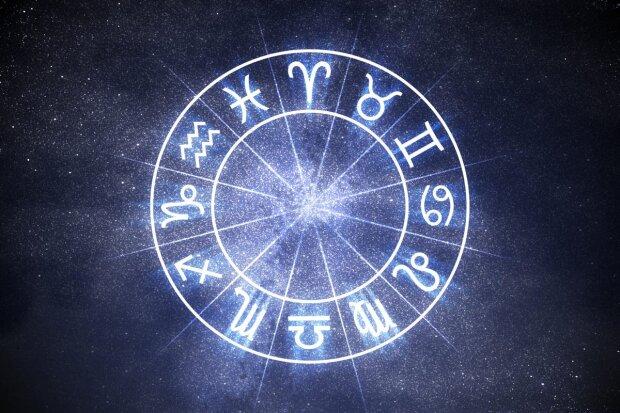 Гороскоп на 31 октября для всех знаков Зодиака: Тельцам нужен компромисс, Скорпионов ждет приключение