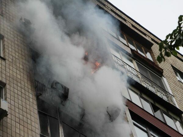 """У Вінниці спалахнула багатоповерхівка, рятувальники мчали швидше за блискавку: """"Вагітна у вогні"""""""