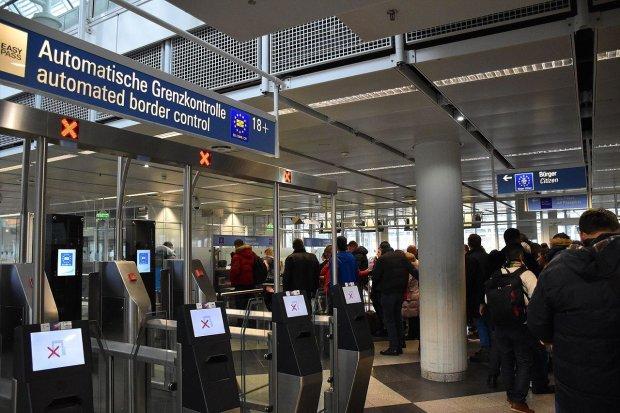 В США могут запретить въезд украинцам с российскими паспортами: это уже русские
