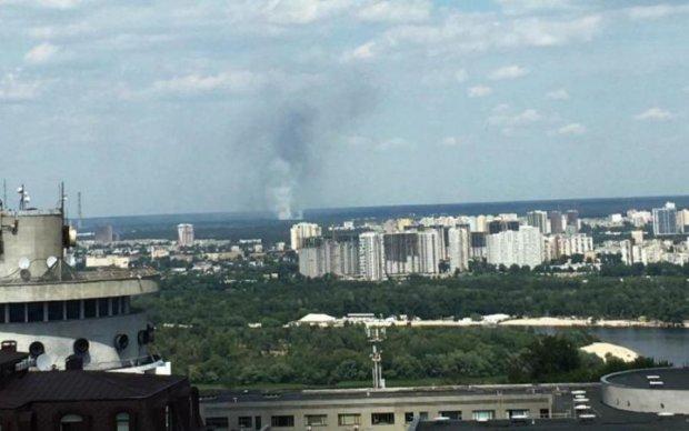 Київ у вогні: масштабна пожежа пожирає столицю