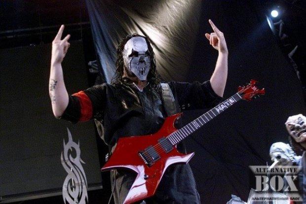 Гітарист Slipknot отримав ножове поранення в голову