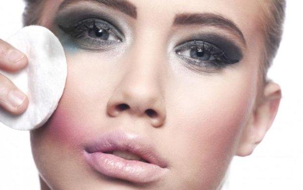 Як правильно знімати макіяж: поради косметологів