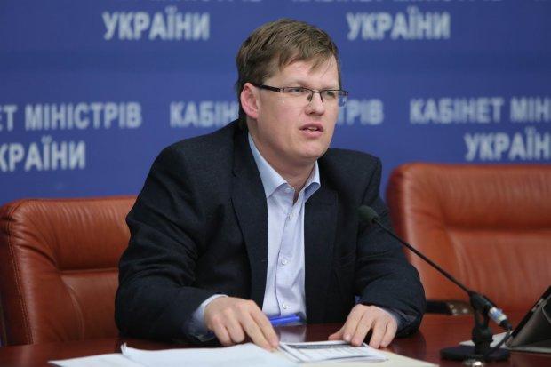 Вице-премьер Розенко попал в больницу, пока невеста проходила реабилитацию: фото