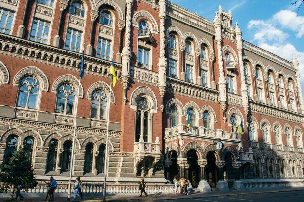 Банки срочно закрываются, в НБУ предупредили всех украинцев перед 8 марта