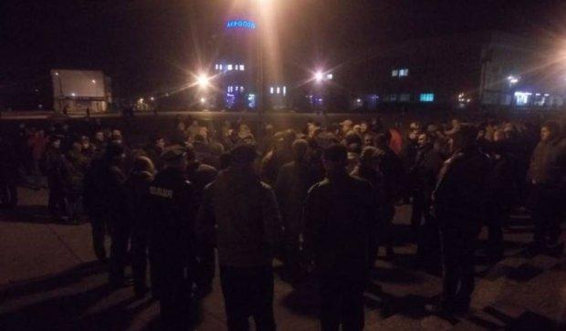 Сумчане вышли под ОГА на бессрочный протест в поддержку блокады Донбасса
