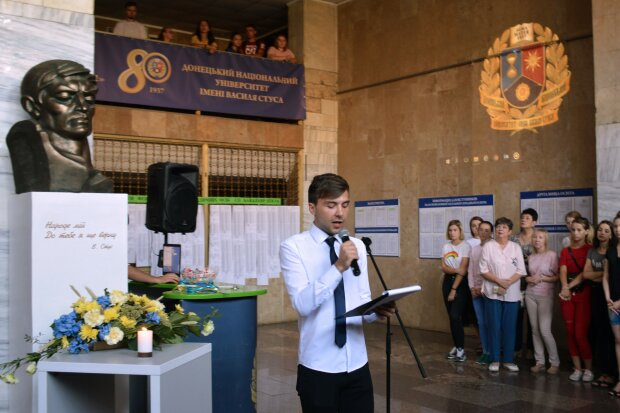 """У Донецькому університеті увіковічнили Василя Стуса, Путіну - кінець: """"Вистоїмо, як він"""""""