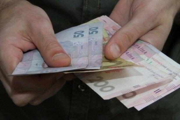 Хочешь за границу - плати алименты: горе-отца заставили вернуть ребенку 165 тысяч долга