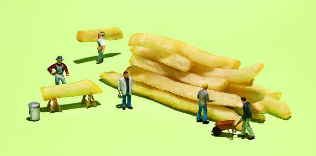 """Доведено: жирна їжа перетворює людей на """"лінивців"""""""