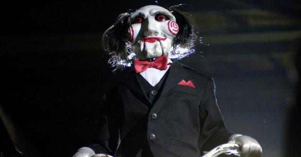 Дівчина вийшла заміж за моторошну ляльку-зомбі: займаються інтимом та планують дітей