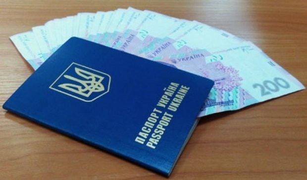 Как госслужащие доставляли поддельные паспорта на оккупированные территории