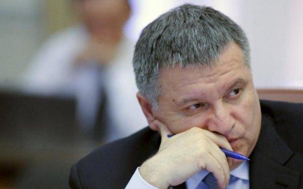 Аваков пообіцяв звільнити Донбас, але чужими руками