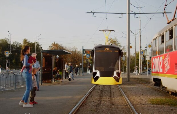 Скрин, видео YouTube Харьков трамвай