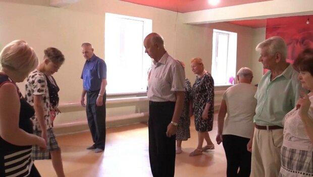 Криворожские пенсионеры показали Зеленскому, как надо развлекаться