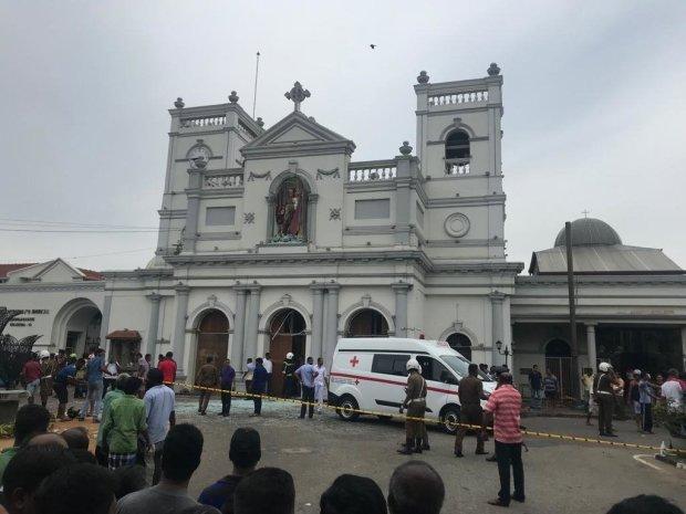 У центрі Дніпра зобразили розп'ятого Христа: українці вшанували пам'ять жертв теракту на Шрі-Ланці