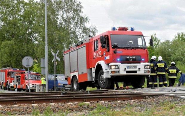 Вантажівка протаранила потяг у Польщі, є жертви і багато постраждалих