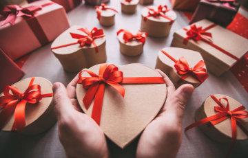 70e655580b7334 Ми вирішили трохи допомогти вам з питаннями з приводу подарунків на День  святого Валентина і дати кілька цікавих порад і ідей з приводу цього.