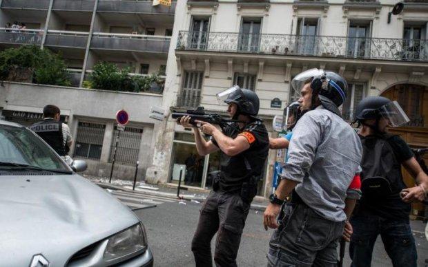 Кровавые разборки: людей расстреляли из автомата прямо на улице