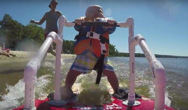 Немовля на водних лижах стало зіркою YouTube (відео)