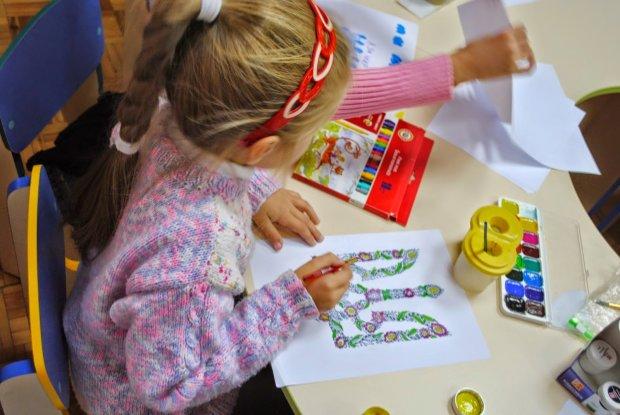 На зависть врагам: сотни детских рисунков и писем отправятся в Россию