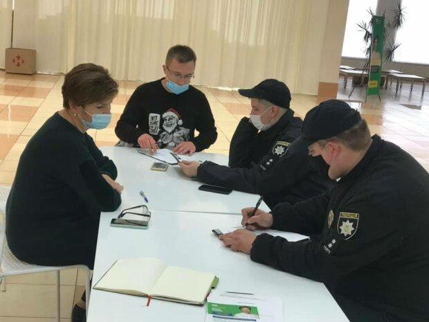 Кандидатка у мери Хмельницького заявила про погрози, фото з Фейсбук
