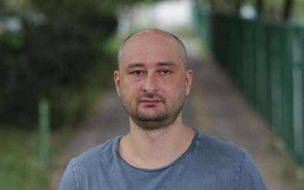 Символично: память Аркадия Бабченко почтили на месте убийства Бориса Немцова