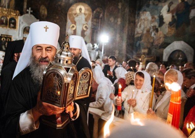 """Віра у нерухомість: московські попи """"повсідалися"""" в українських церквах, вимагають прописку"""
