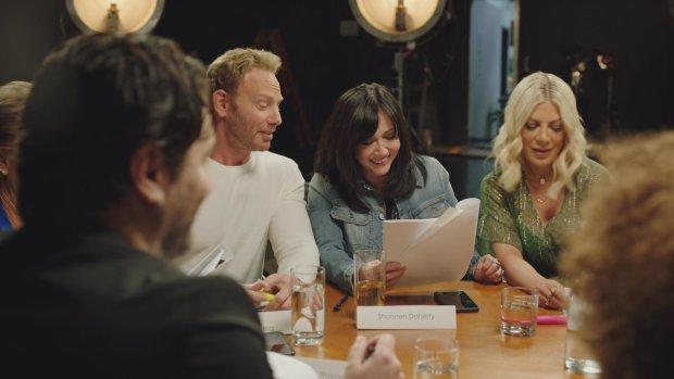 """У мережі з'явився новий ролик перезапуску серіалу """"Беверлі-Хіллз, 90210"""": """"Банда знову в зборі"""""""