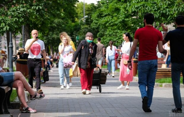 """Подарки от кандидатов в Киевраду взбесили киевлян, гречка уже не в тренде: """"Это дно"""""""