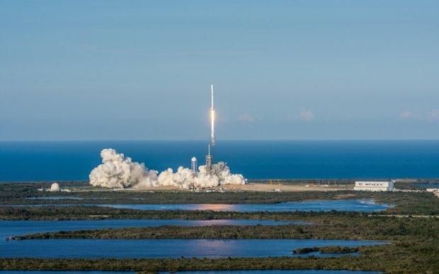 Ракета SpaceX вперше в історії повернулась на Землю