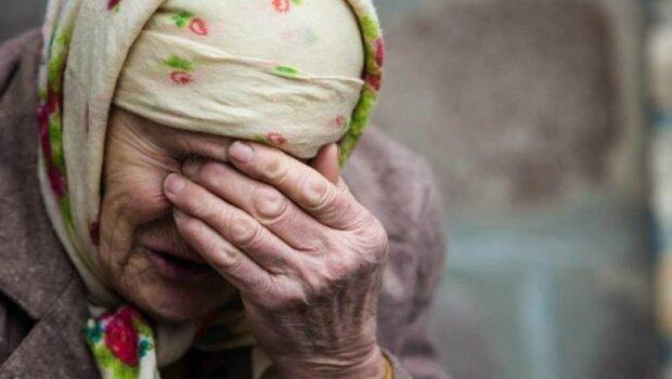 У Кривому Розі молодики жорстоко познущались із пенсіонерки:  забрали продукти та змусили йти працювати