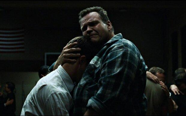 Плачуть, як дівчатка: чоловіки зізналися, що найчастіше змушує їх пустити сльозу