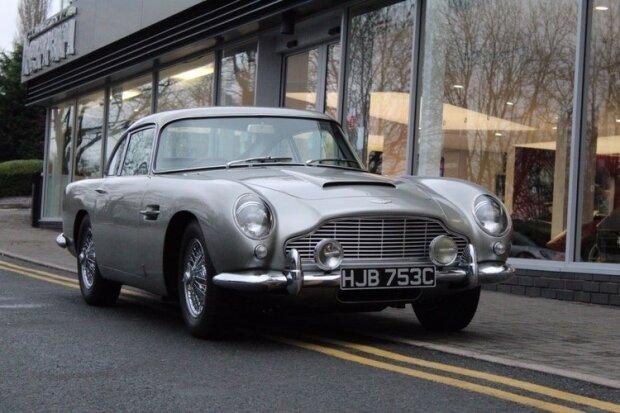 1965 Aston Martin DB5, carscoops