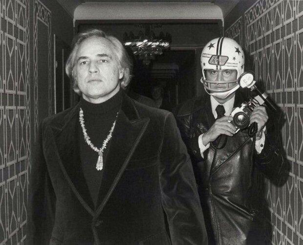 Марлон Брандо и папарацци, фото из соцсетей
